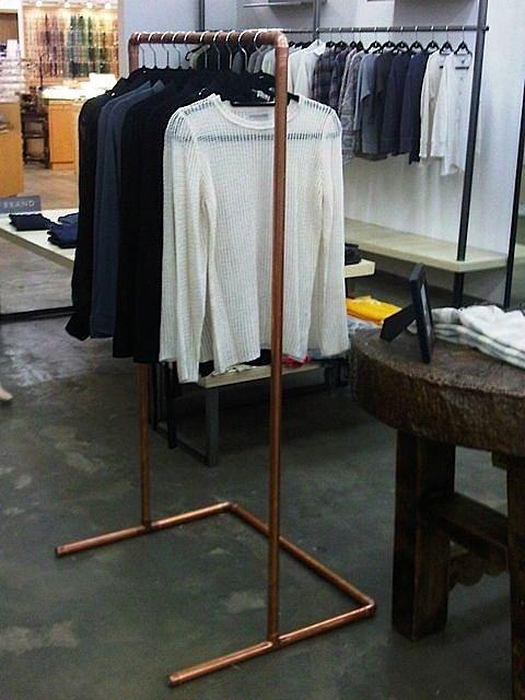 металлические стойки для одежды